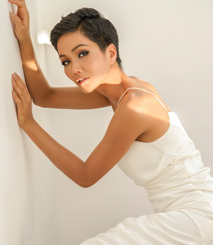 H'Hen Niê: Chưa cần chạm tới vương miện Miss Universe, bạn đã là Hoa hậu của hàng triệu khán giả Việt - Ảnh 2.
