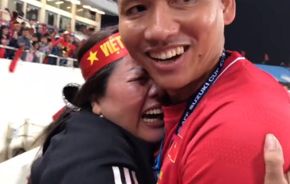 Khoảnh khắc Anh Đức ngơ ngác tìm mẹ sau khi giành cúp vô địch AFF CUP 2018 được đưa vào đề thi Chuyên Văn - ảnh 1