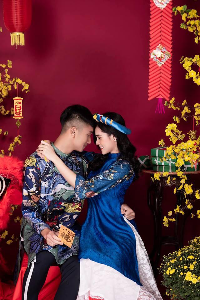 Khoe ảnh với bạn gái không quên kèm status deep chào năm cũ, thế mà Trọng Đại lại bị soi dáng ngồi