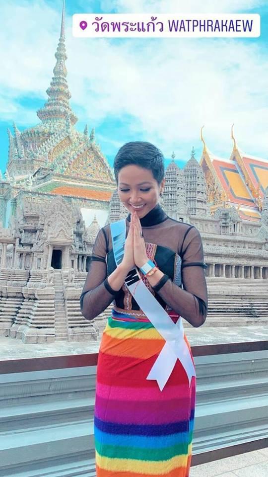 Sức công phá những ngày đầu của HHen Niê tại Miss Universe 2018: Một ngày thay 4 bộ váy, nhẵn mặt trong các BXH uy tín - Ảnh 8.