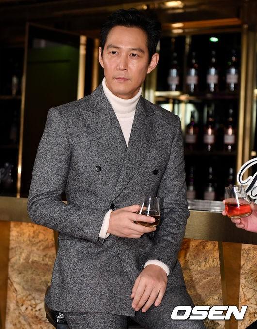 2 ông chú độc thân hấp dẫn nhất xứ Hàn dự sự kiện: U50 vẫn sexy, cực phẩm một thời đọ sắc cùng khung hình - Ảnh 9.