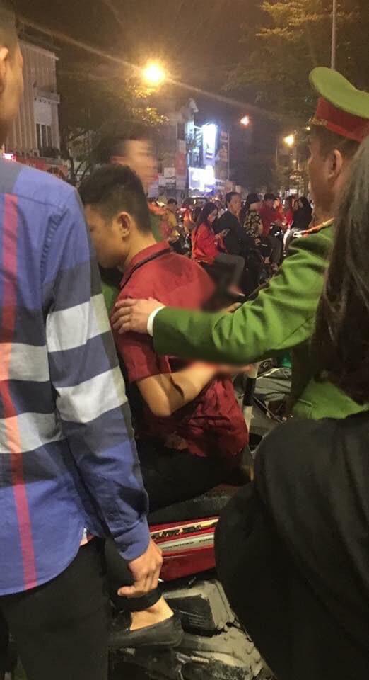 Ẩu đả, tai nạn giao thông liên tiếp trong đêm đi bão mừng chiến thắng của đội tuyển Việt Nam: Vui thôi đừng vui quá! - ảnh 8