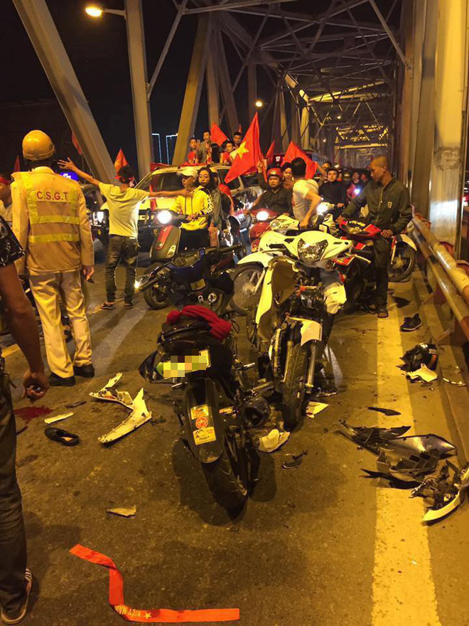 Ẩu đả, tai nạn giao thông liên tiếp trong đêm đi bão mừng chiến thắng của đội tuyển Việt Nam: Vui thôi đừng vui quá! - ảnh 1