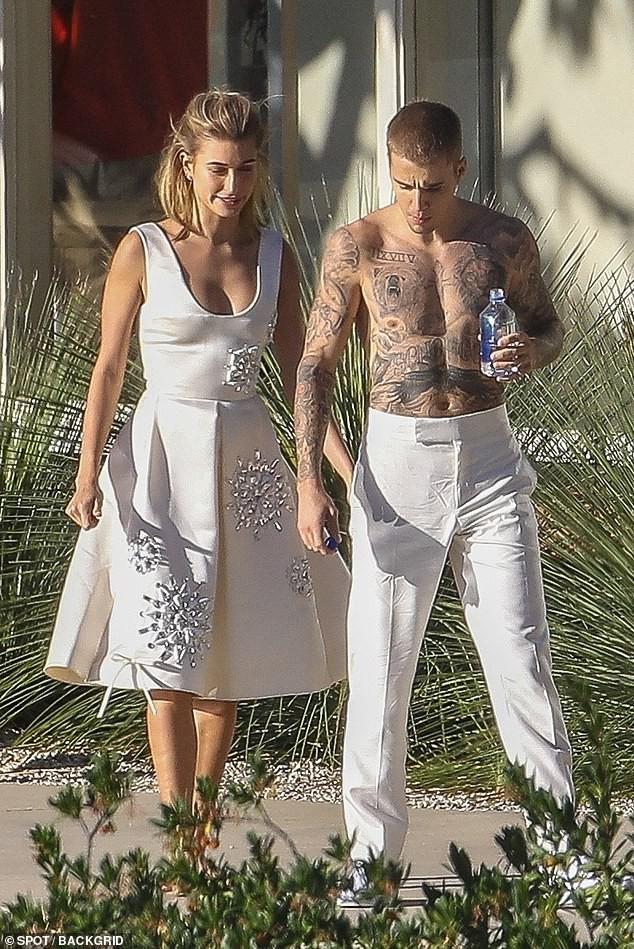Hailey diện váy trắng đẹp như cô dâu, cùng ông xã Justin Bieber tiếp tục chụp bộ ảnh tình cảm - ảnh 1