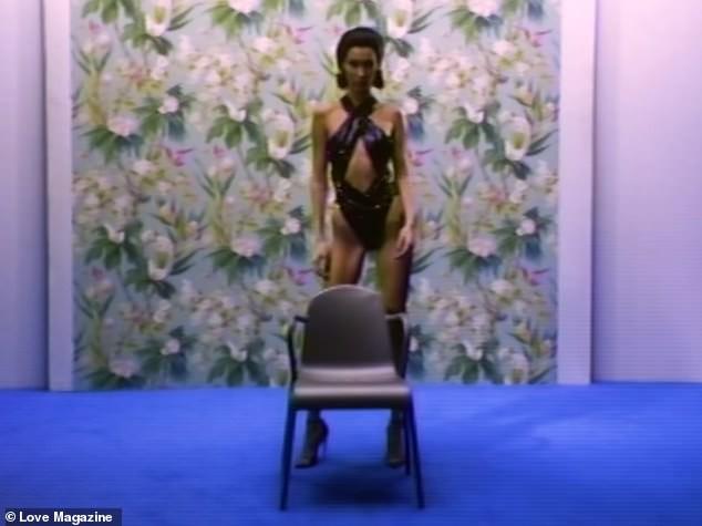 Khẳng định sức khỏe vẫn ổn, nhưng Bella Hadid gây sốc vì hình ảnh gầy đến mức lộ cả xương hông - Ảnh 3.