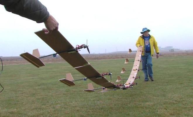 Chiêm ngưỡng drone với ngoại hình siêu dị: Máy móc nhưng lại uốn dẻo khi bay như loài chim - ảnh 1