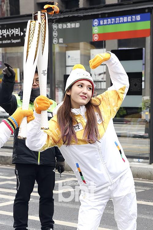 Lóa mắt trước dàn sao hạng A rước đuốc chào Thế vận hội mùa đông 2018: Hết nữ thần lại đến nam thần hội tụ - Ảnh 19.