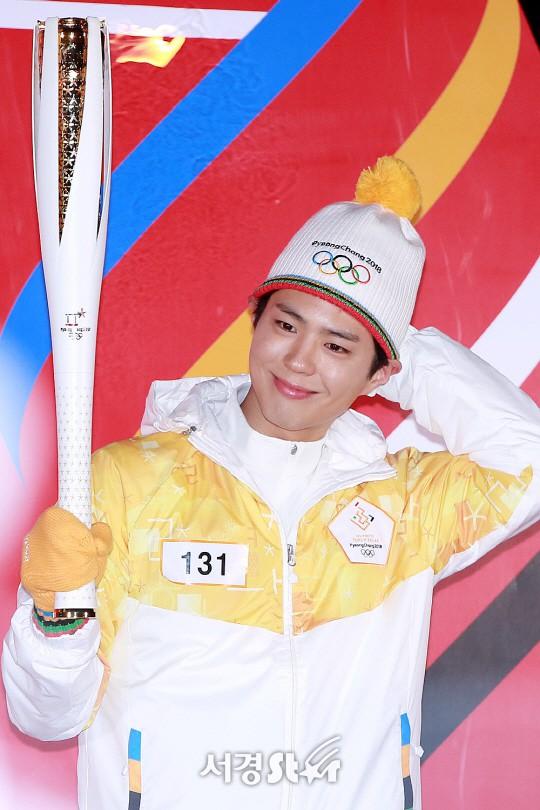 Lóa mắt trước dàn sao hạng A rước đuốc chào Thế vận hội mùa đông 2018: Hết nữ thần lại đến nam thần hội tụ - Ảnh 15.