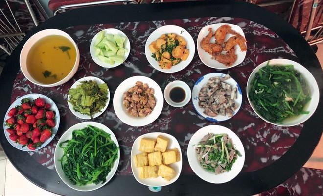 Cao thủ chi tiêu Hà Nội: Chỉ tốn 4,5 triệu/tháng tiền chợ cho 4 người lớn mà bữa nào cũng như đại tiệc - ảnh 7