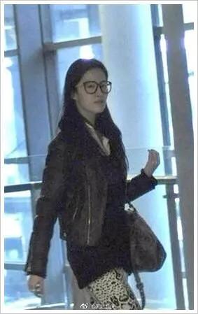 Lưu Diệc Phi - cô nàng lười trang điểm nhất của showbiz khi luôn thích diện mặt mộc ra phố - Ảnh 8.