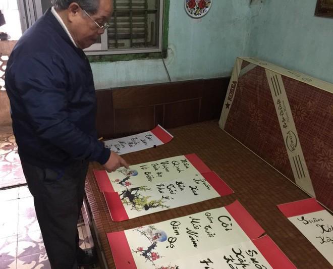 PGS Bùi Hiền chuyển đôi câu đối Tết sang ngôn ngữ Tiếw Việt - Ảnh 3.