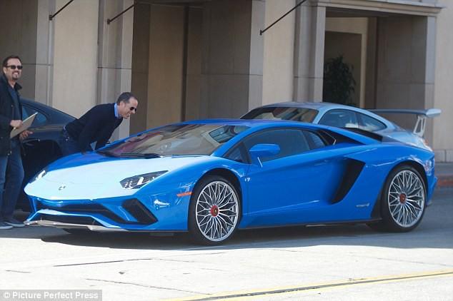 Justin Bieber lái siêu xe 10 tỷ và đi giày 110 triệu đồng chỉ để đến phòng gym - Ảnh 6.