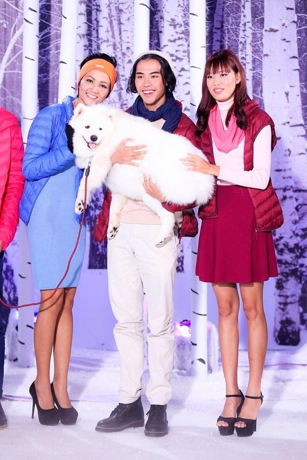 Hoa hậu H'Hen Niê từng té lên té xuống khi chụp hình với chó tại Next Top Model - ảnh 1