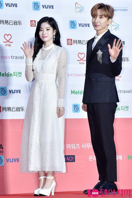 Thảm đỏ Gaon 2018: Kang Daniel biểu hiện lạ sau tin hẹn hò, Tzuyu và IU lột xác bất ngờ giữa dàn mỹ nhân đẹp lung linh - ảnh 41