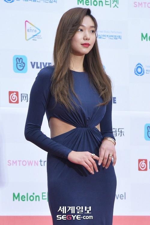 Thảm đỏ Gaon 2018: Kang Daniel biểu hiện lạ sau tin hẹn hò, Tzuyu và IU lột xác bất ngờ giữa dàn mỹ nhân đẹp lung linh - ảnh 57