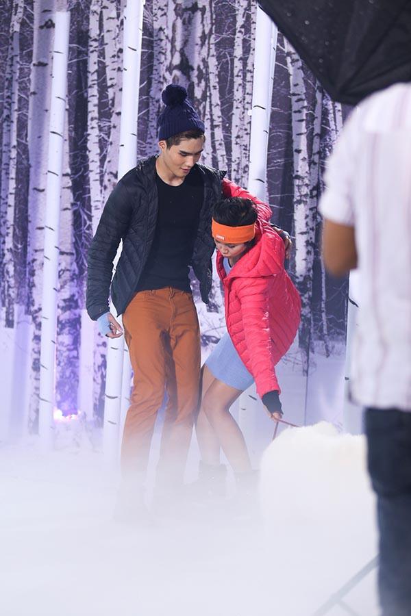 Hoa hậu H'Hen Niê từng té lên té xuống khi chụp hình với chó tại Next Top Model - ảnh 4