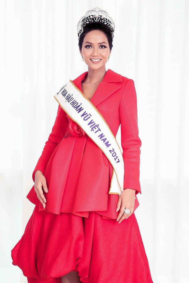 Từ sau khi đăng quang, Hoa hậu HHen Niê rất chăm chỉ thay đổi phong cách thời trang  - Ảnh 13.