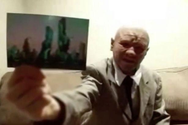 Khẳng định là nhà du hành thời gian trở về từ năm 2118, người đàn ông đưa bức ảnh thành phố kỳ lạ làm bằng chứng - ảnh 2