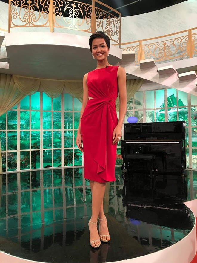 Từ sau khi đăng quang, Hoa hậu HHen Niê rất chăm chỉ thay đổi phong cách thời trang  - Ảnh 7.