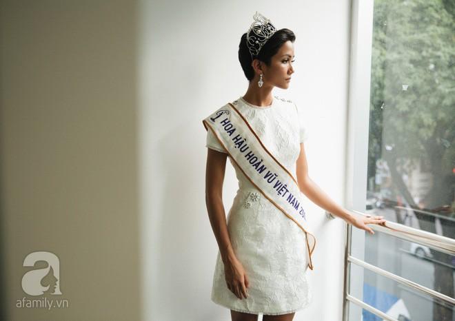 Từ sau khi đăng quang, Hoa hậu HHen Niê rất chăm chỉ thay đổi phong cách thời trang  - Ảnh 8.