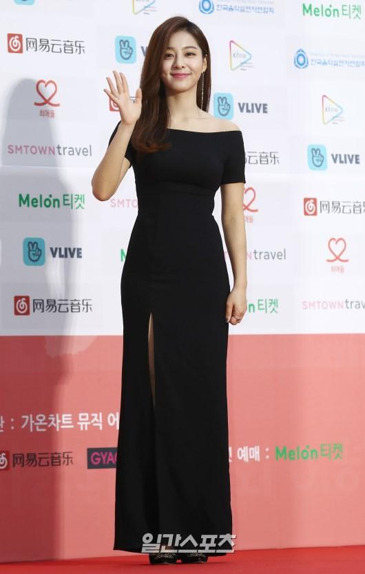 Thảm đỏ Gaon 2018: Kang Daniel biểu hiện lạ sau tin hẹn hò, Tzuyu và IU lột xác bất ngờ giữa dàn mỹ nhân đẹp lung linh - ảnh 42