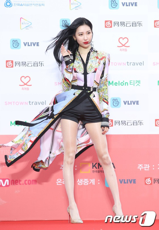 Thảm đỏ Gaon 2018: Kang Daniel biểu hiện lạ sau tin hẹn hò, Tzuyu và IU lột xác bất ngờ giữa dàn mỹ nhân đẹp lung linh - ảnh 14
