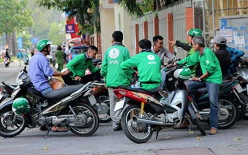 Nam tài xế GrabBike bị 3 đối tượng lạ mặt tấn công đến nguy kịch ở Sài Gòn