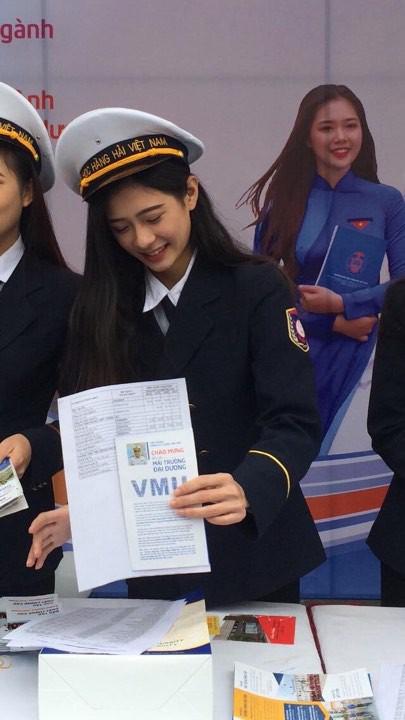 Nhìn ảnh cô bạn ĐH Hàng hải (Hải Phòng) mà cứ tưởng là thành viên nào đó của SNSD - ảnh 1