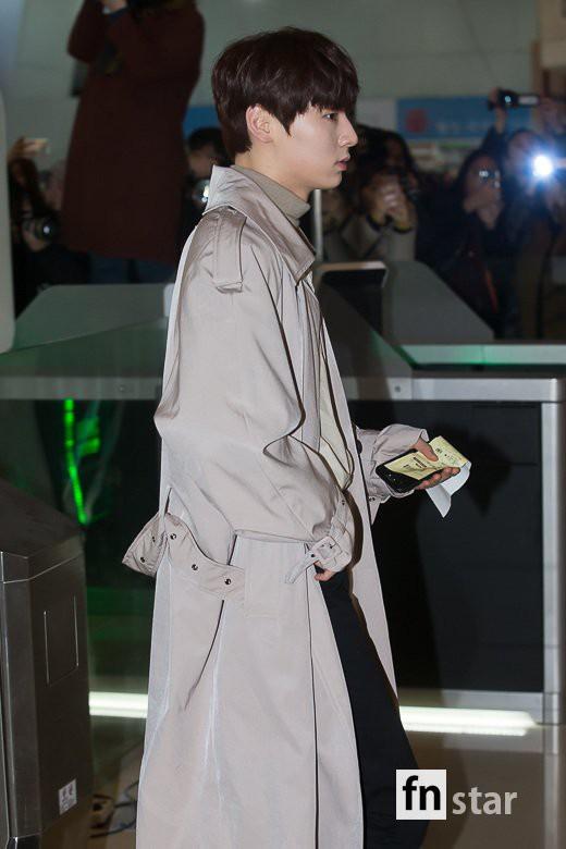 SHINee và Wanna One đụng độ tại sân bay: Center quốc dân có đọ được với độ sang chảnh của Key và Taemin? - Ảnh 15.