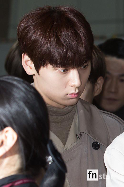SHINee và Wanna One đụng độ tại sân bay: Center quốc dân có đọ được với độ sang chảnh của Key và Taemin? - Ảnh 16.