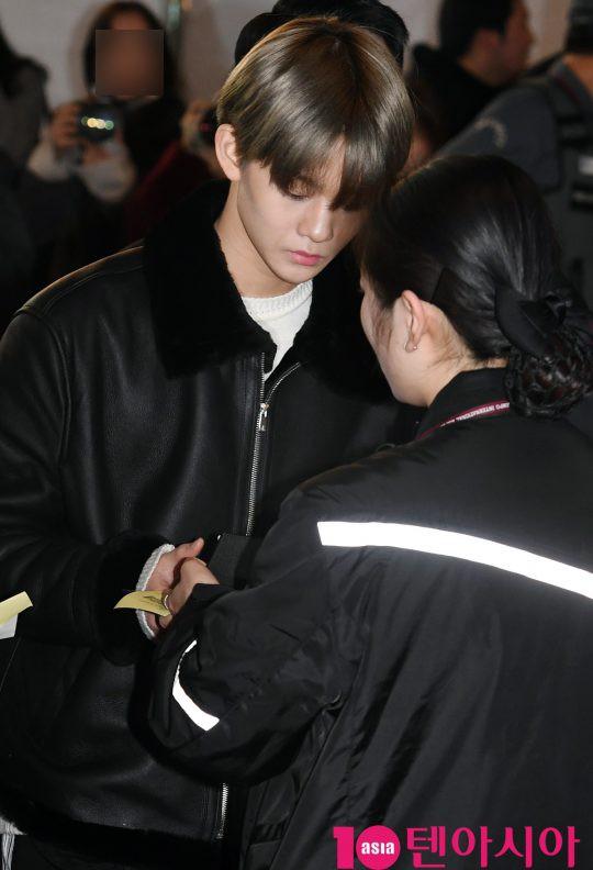 SHINee và Wanna One đụng độ tại sân bay: Center quốc dân có đọ được với độ sang chảnh của Key và Taemin? - Ảnh 24.