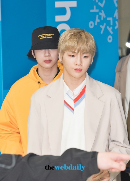 SHINee và Wanna One đụng độ tại sân bay: Center quốc dân có đọ được với độ sang chảnh của Key và Taemin? - Ảnh 6.