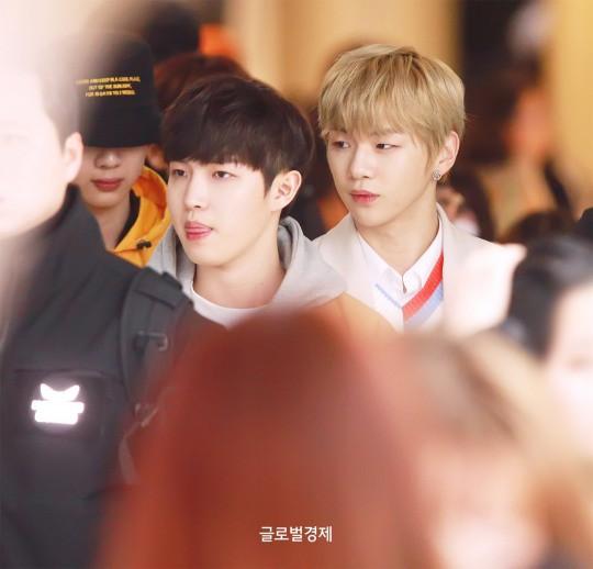 SHINee và Wanna One đụng độ tại sân bay: Center quốc dân có đọ được với độ sang chảnh của Key và Taemin? - Ảnh 2.