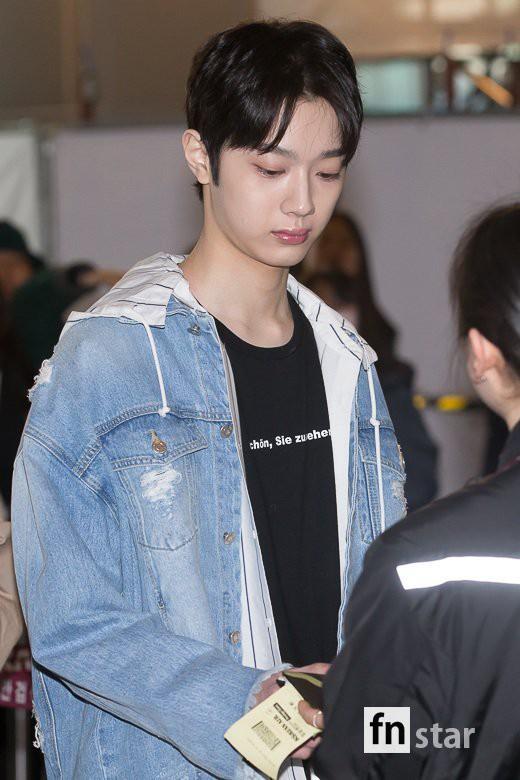 SHINee và Wanna One đụng độ tại sân bay: Center quốc dân có đọ được với độ sang chảnh của Key và Taemin? - Ảnh 25.