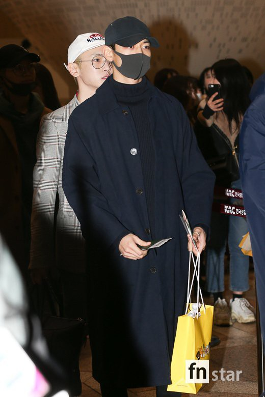 SHINee và Wanna One đụng độ tại sân bay: Center quốc dân có đọ được với độ sang chảnh của Key và Taemin? - Ảnh 34.