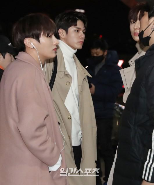 SHINee và Wanna One đụng độ tại sân bay: Center quốc dân có đọ được với độ sang chảnh của Key và Taemin? - Ảnh 12.