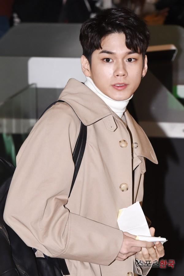 SHINee và Wanna One đụng độ tại sân bay: Center quốc dân có đọ được với độ sang chảnh của Key và Taemin? - Ảnh 13.