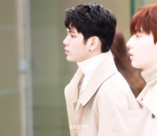 SHINee và Wanna One đụng độ tại sân bay: Center quốc dân có đọ được với độ sang chảnh của Key và Taemin? - Ảnh 11.