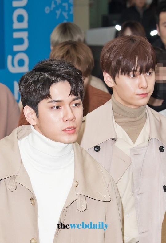 SHINee và Wanna One đụng độ tại sân bay: Center quốc dân có đọ được với độ sang chảnh của Key và Taemin? - Ảnh 10.