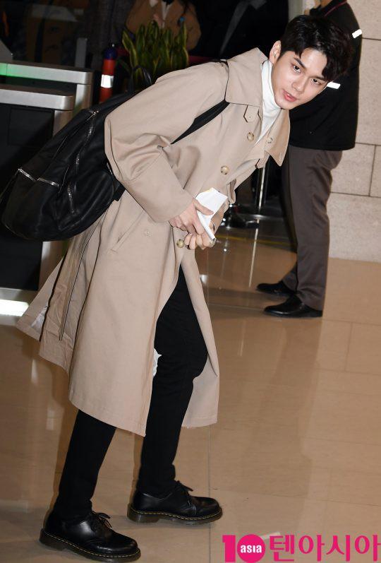 SHINee và Wanna One đụng độ tại sân bay: Center quốc dân có đọ được với độ sang chảnh của Key và Taemin? - Ảnh 14.