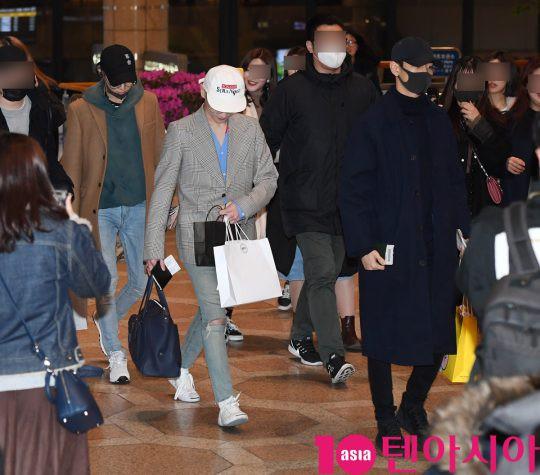 SHINee và Wanna One đụng độ tại sân bay: Center quốc dân có đọ được với độ sang chảnh của Key và Taemin? - Ảnh 27.