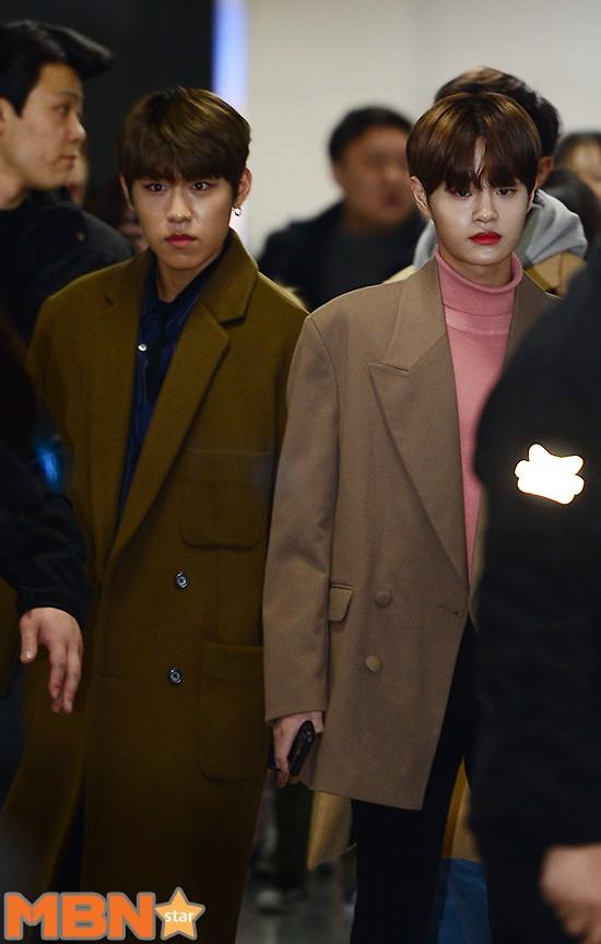 SHINee và Wanna One đụng độ tại sân bay: Center quốc dân có đọ được với độ sang chảnh của Key và Taemin? - Ảnh 21.