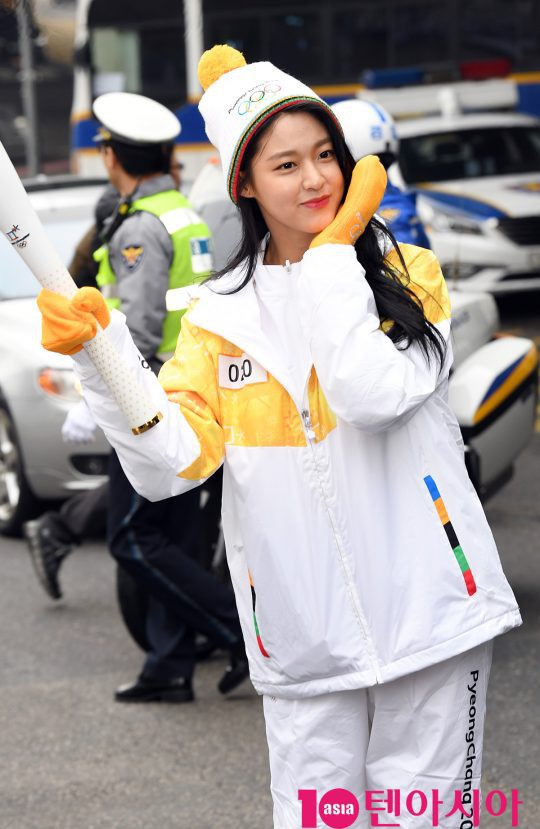 Lóa mắt trước dàn sao hạng A rước đuốc chào Thế vận hội mùa đông 2018: Hết nữ thần lại đến nam thần hội tụ - Ảnh 11.