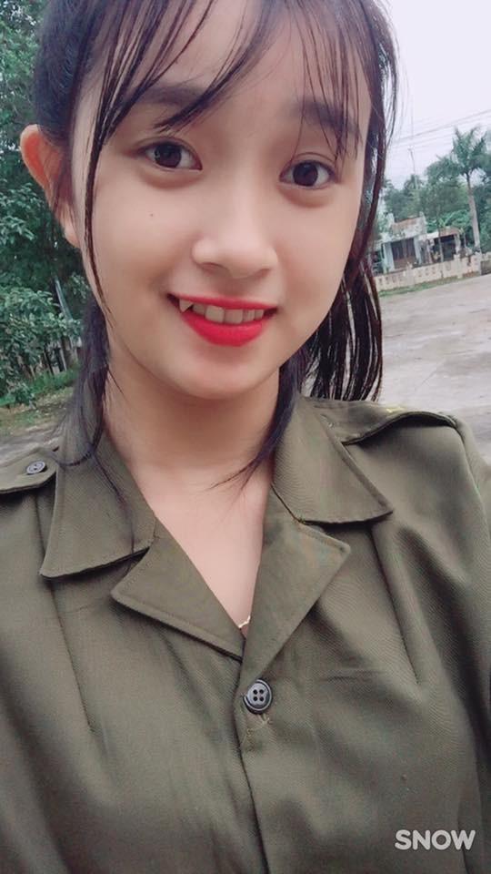 Nữ công an viên Đà Nẵng bất ngờ nổi tiếng vì xinh như hot girl - ảnh 4