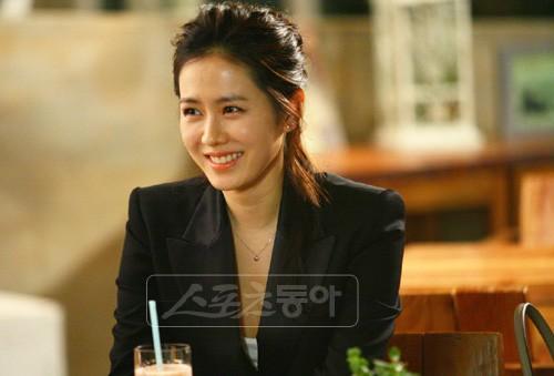 Mặc Hàn Quốc có bao người đẹp, nữ thần của mọi nữ thần Son Ye Jin vẫn một mình một đế chế sắc đẹp 15 năm - Ảnh 10.