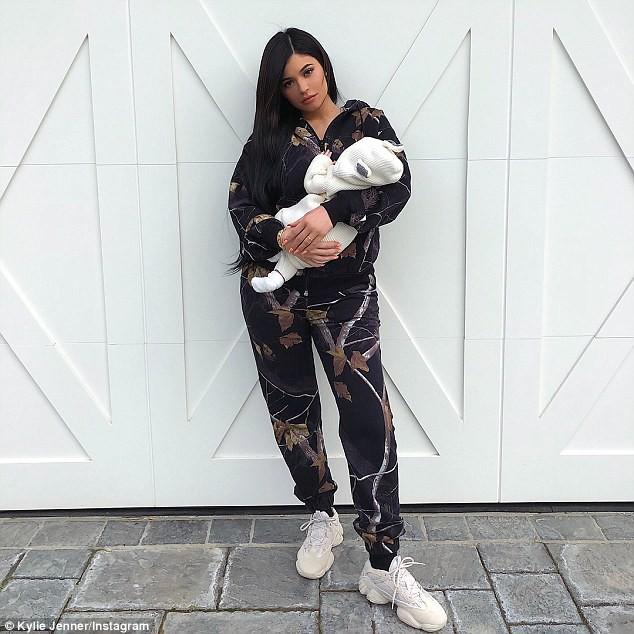 Kylie Jenner có con với bạn trai cũ gốc Việt nhưng lại bắt người yêu hiện tại đổ vỏ? - ảnh 1