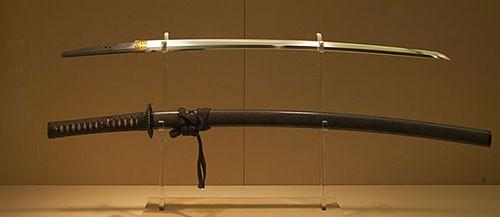 3 thanh kiếm huyền thoại vừa lạ vừa quen trong lịch sử Nhật Bản - Ảnh 2.