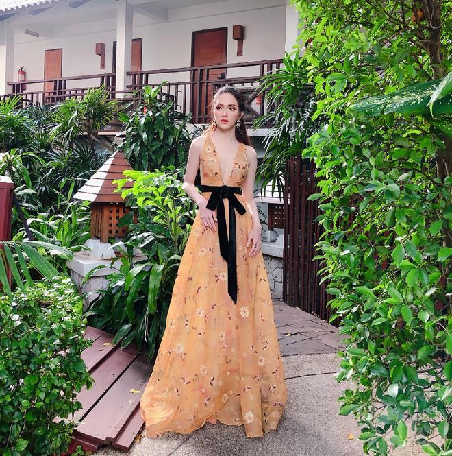 Một chiếc váy hai số phận, không tin bạn cứ nhìn hai người đẹp tên Hương Giang này là thấy ngay - Ảnh 1.
