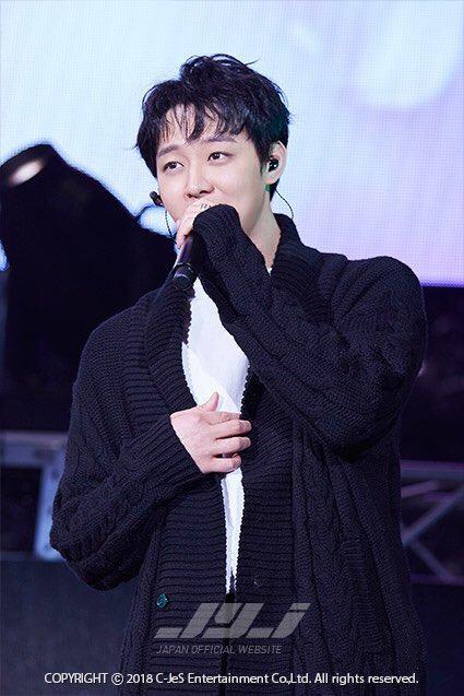 Hậu scandal, Yoochun rưng rưng, hát tặng hàng nghìn fan trong ngày comeback - Ảnh 2.