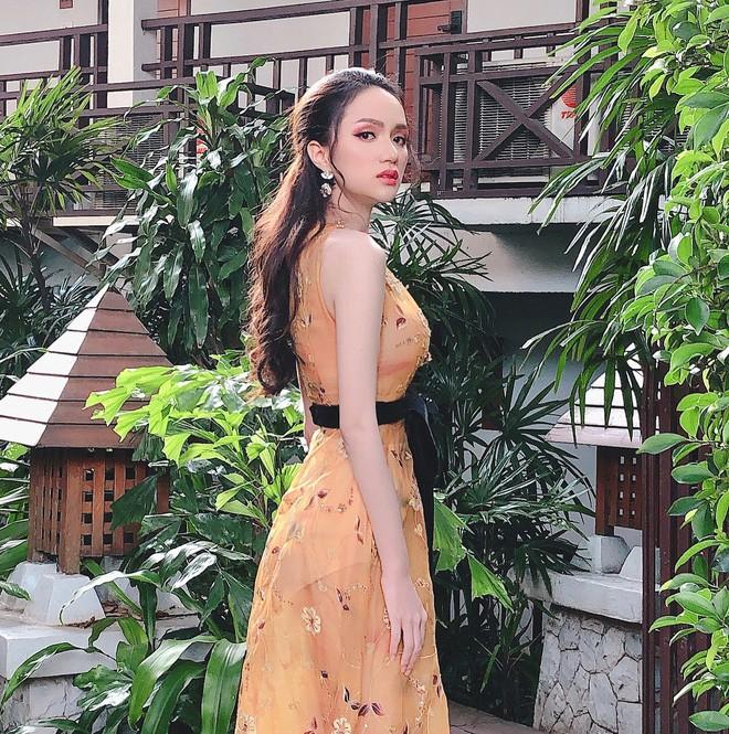 Một chiếc váy hai số phận, không tin bạn cứ nhìn hai người đẹp tên Hương Giang này là thấy ngay - Ảnh 4.
